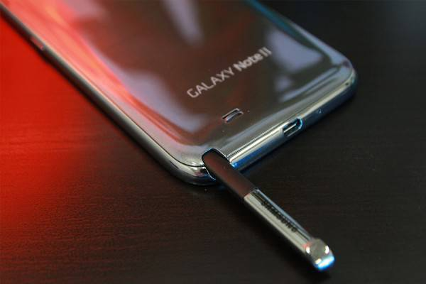 Samsung-Galaxy-Note-II-with-S-Pen-Exposed-3