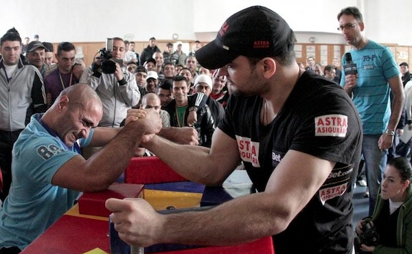 arm_wrestling_broadcom_qualcomm
