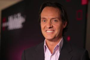 T-Mobile Picks up 579,000 New Subscribers; Revenue Still Drops 5% for Q1 2013