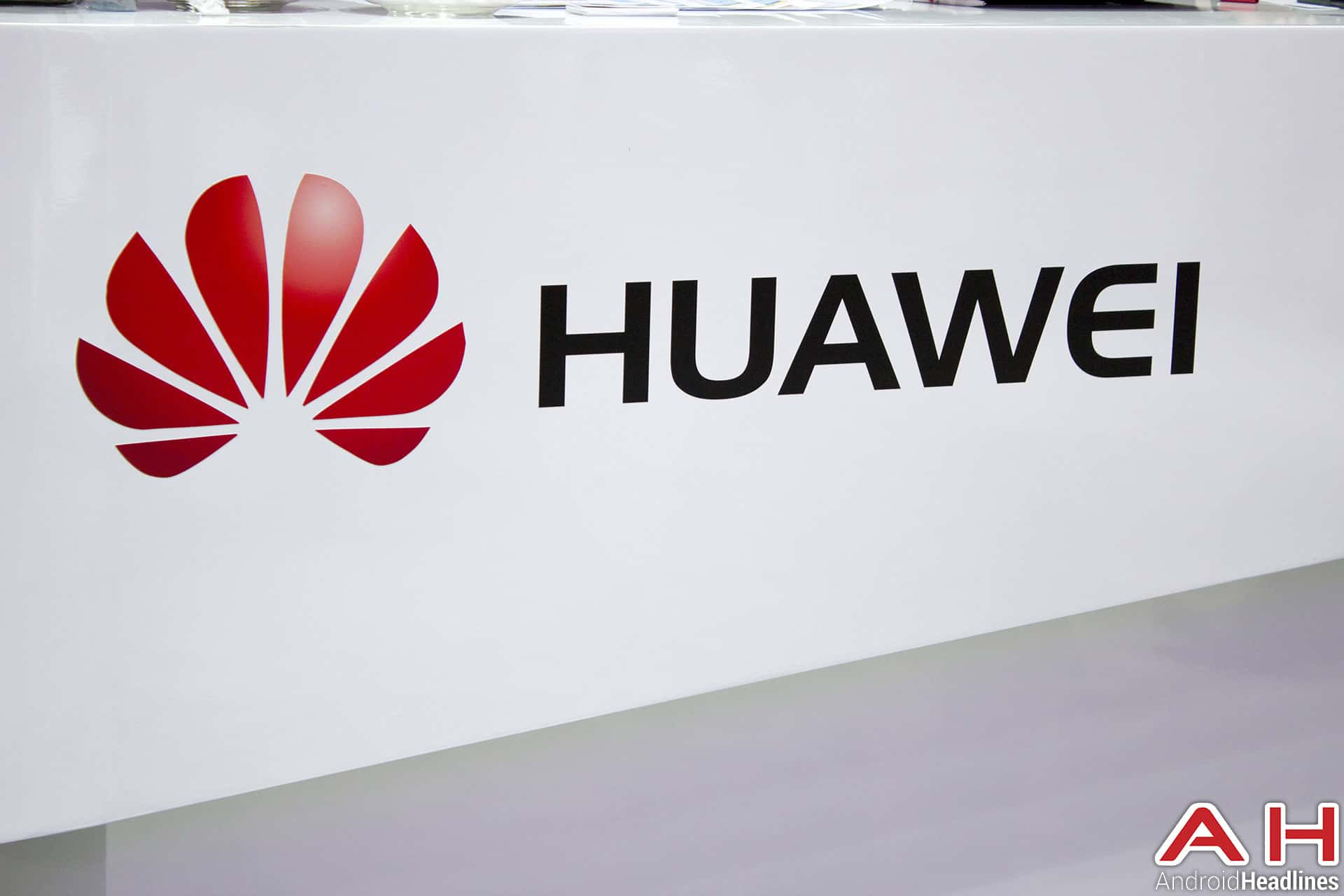Rumor: Huawei Preparing Ascend Mate 7 Compact for Mobile World Congress | Drippler - Apps, Games, News, Updates & Accessories